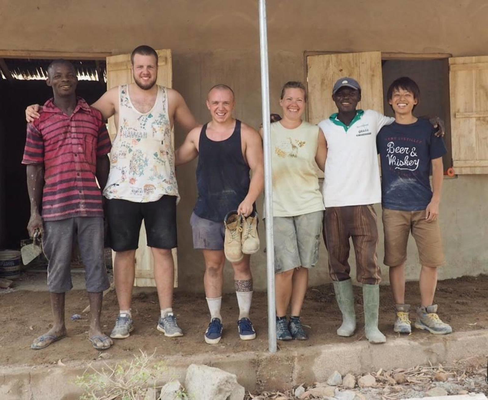 日本人大学生ボランティアとガーナで出会った仲間たち